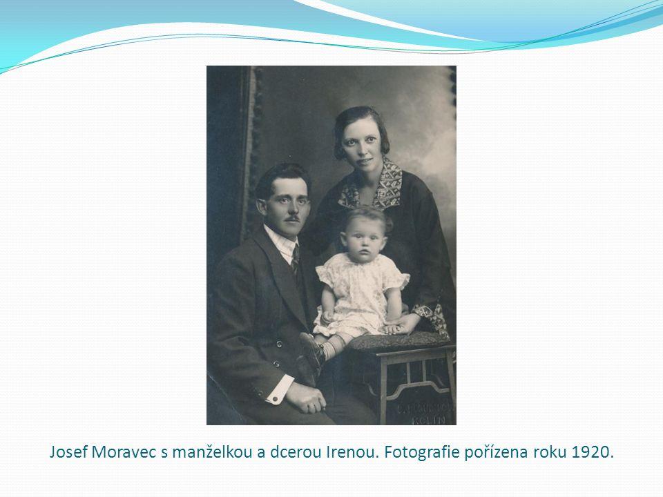Josef Moravec s manželkou a dcerou Irenou. Fotografie pořízena roku 1920.