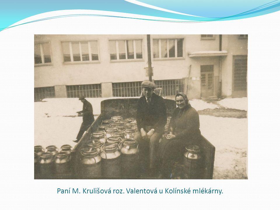 Paní M. Krulišová roz. Valentová u Kolínské mlékárny.