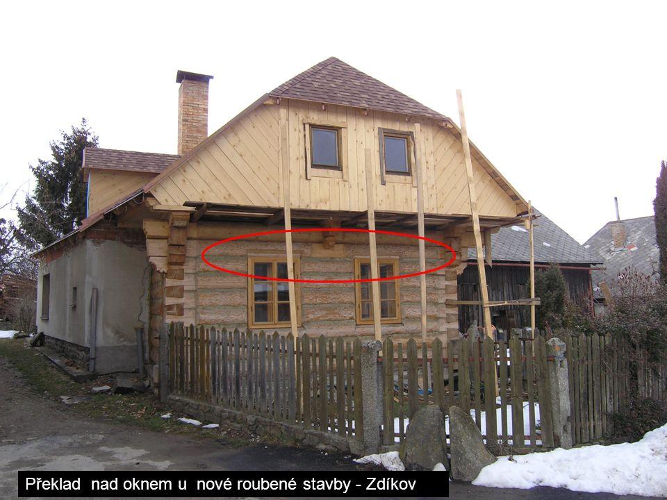 Překlad nad oknem u nové roubené stavby - Zdíkov