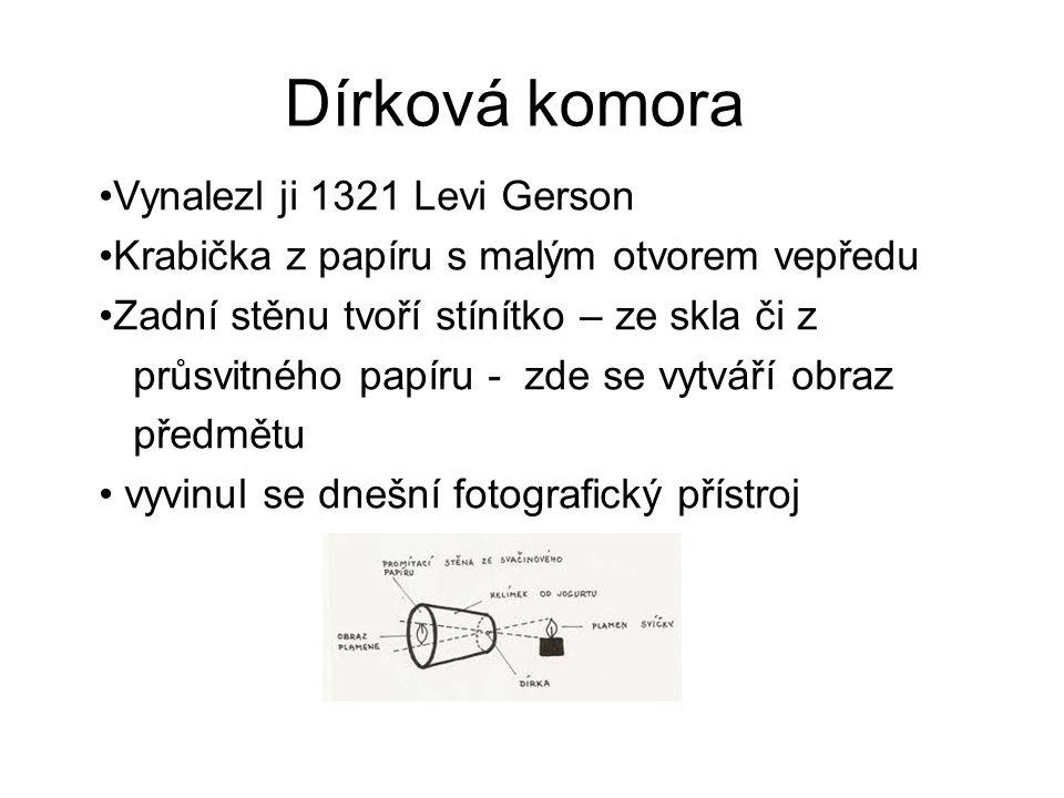 Dírková komora Vynalezl ji 1321 Levi Gerson Krabička z papíru s malým otvorem vepředu Zadní stěnu tvoří stínítko – ze skla či z průsvitného papíru - zde se vytváří obraz předmětu vyvinul se dnešní fotografický přístroj