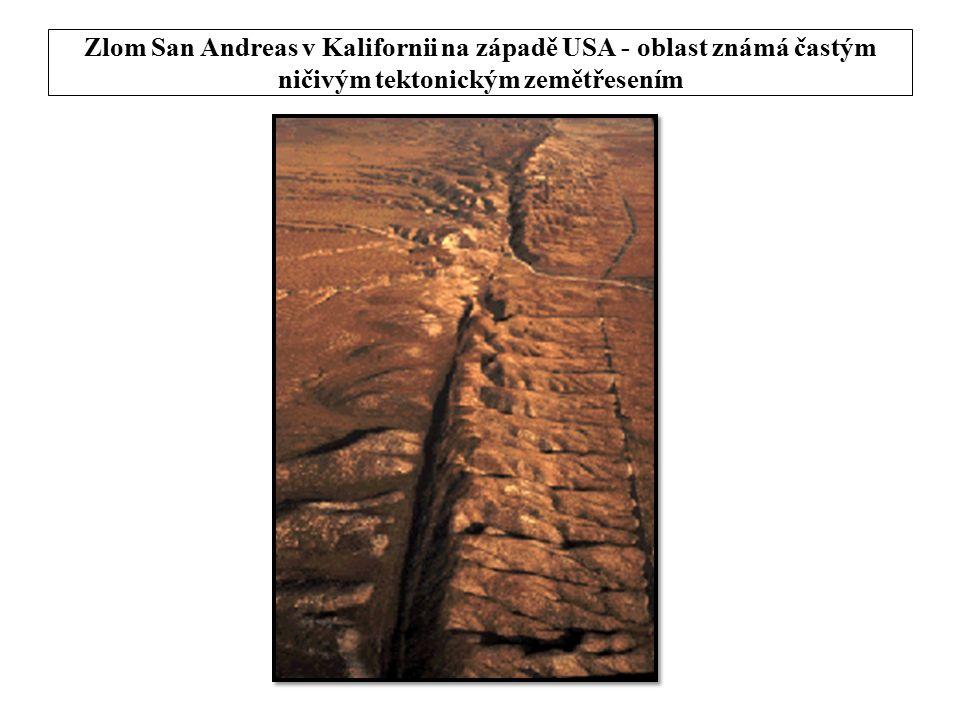 Zlom San Andreas v Kalifornii na západě USA - oblast známá častým ničivým tektonickým zemětřesením