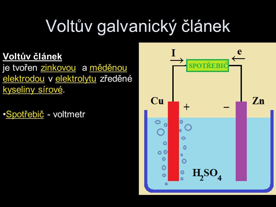 Voltův článek je tvořen zinkovou a měděnou elektrodou v elektrolytu zředěné kyseliny sírové. Spotřebič - voltmetr