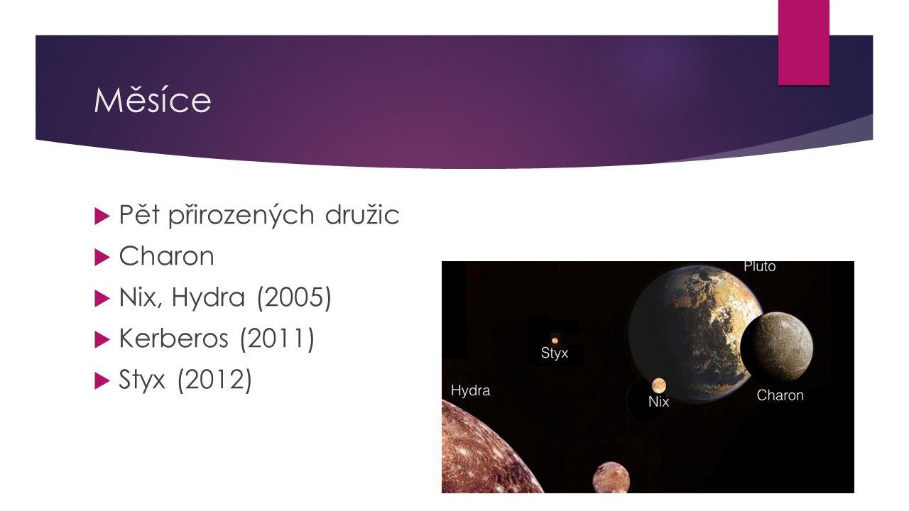 Měsíce  Pět přirozených družic  Charon  Nix, Hydra (2005)  Kerberos (2011)  Styx (2012)