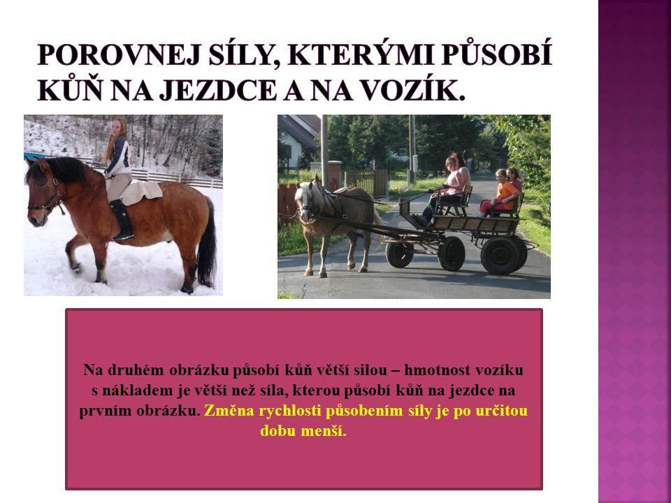 Na druhém obrázku působí kůň větší silou – hmotnost vozíku s nákladem je větší než síla, kterou působí kůň na jezdce na prvním obrázku.