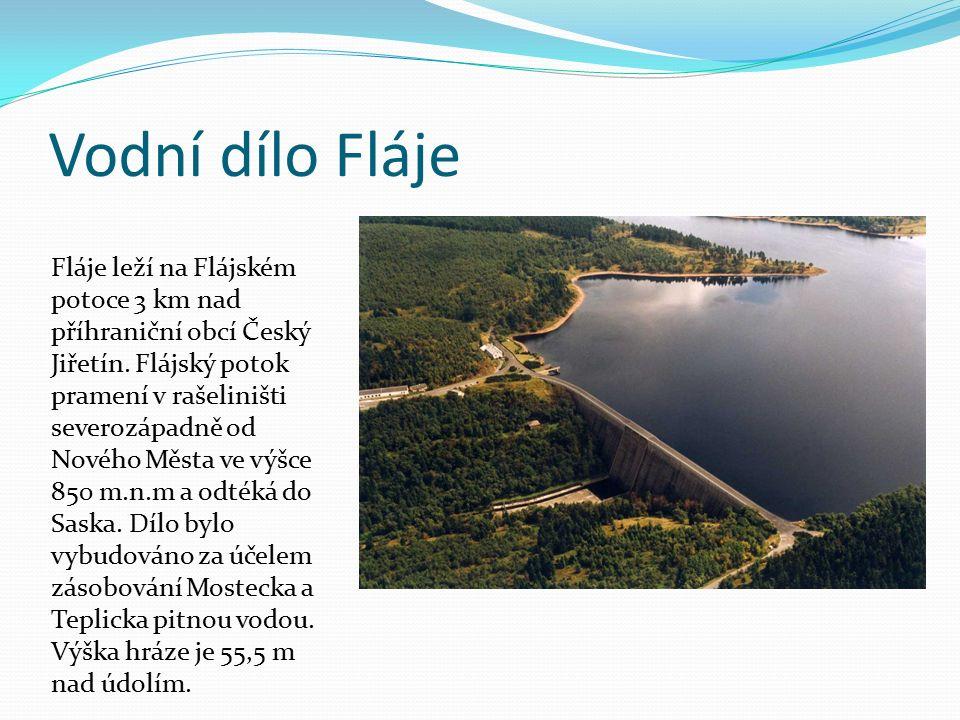 Vodní dílo Fláje Fláje leží na Flájském potoce 3 km nad příhraniční obcí Český Jiřetín. Flájský potok pramení v rašeliništi severozápadně od Nového Mě