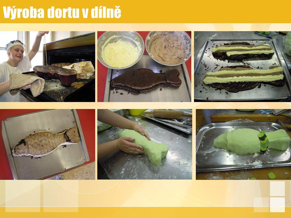 Výroba dortu v dílně
