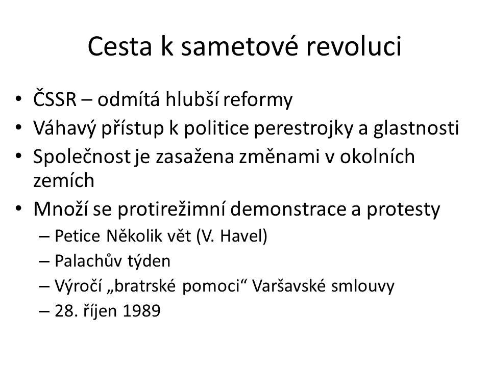 Cesta k sametové revoluci ČSSR – odmítá hlubší reformy Váhavý přístup k politice perestrojky a glastnosti Společnost je zasažena změnami v okolních zemích Množí se protirežimní demonstrace a protesty – Petice Několik vět (V.