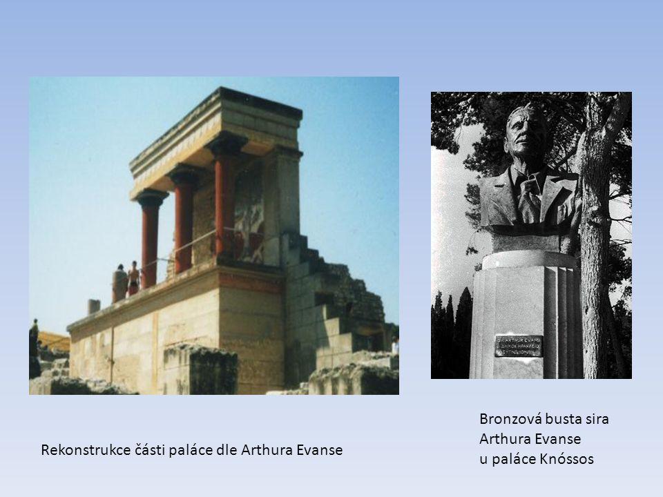 Rekonstrukce části paláce dle Arthura Evanse Bronzová busta sira Arthura Evanse u paláce Knóssos