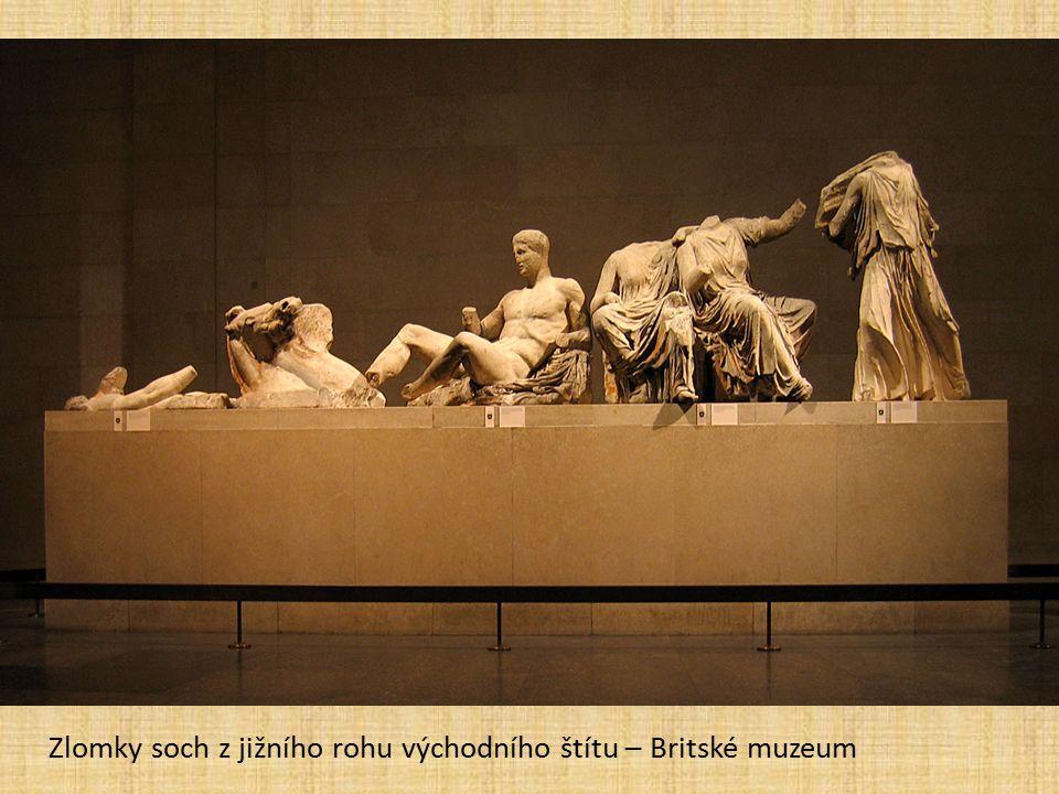 Zlomky soch z jižního rohu východního štítu – Britské muzeum
