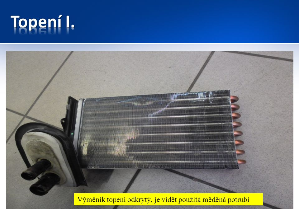 Výměník topení odkrytý, je vidět použitá měděná potrubí