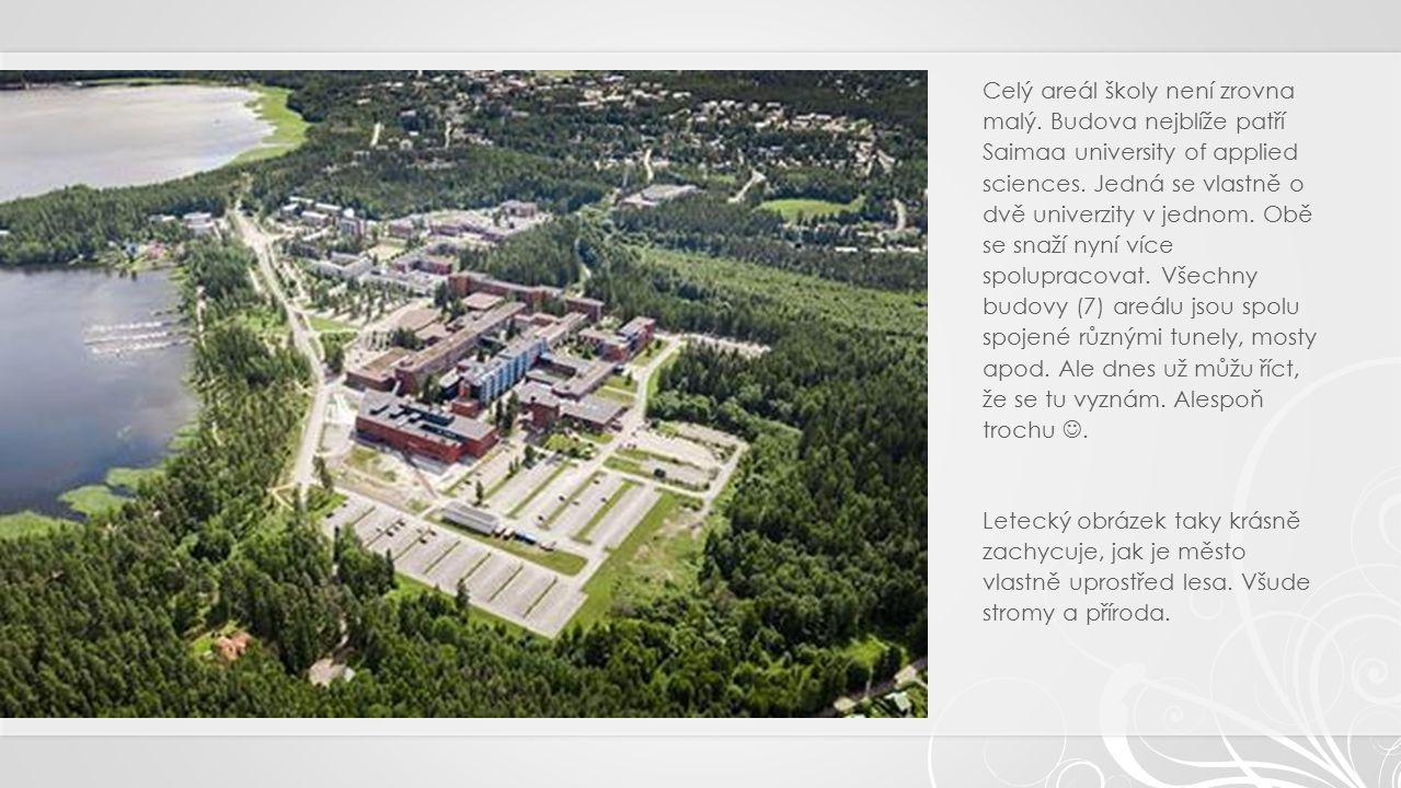 Celý areál školy není zrovna malý. Budova nejblíže patří Saimaa university of applied sciences.