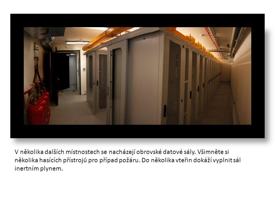 V několika dalších místnostech se nacházejí obrovské datové sály.