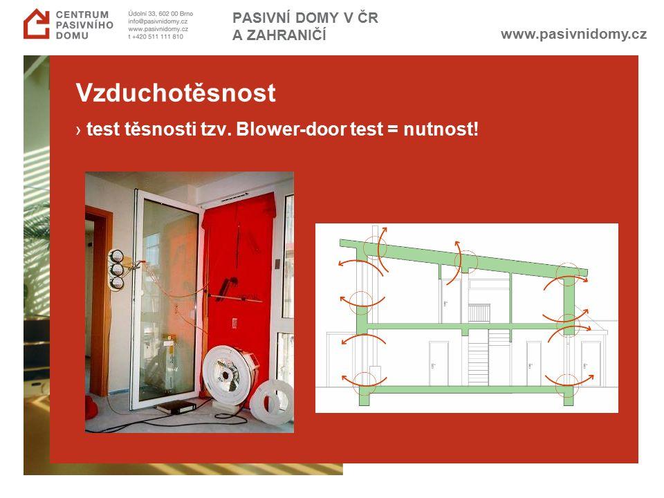 www.pasivnidomy.cz PASIVNÍ DOMY V ČR A ZAHRANIČÍ Vzduchotěsnost › test těsnosti tzv. Blower-door test = nutnost!