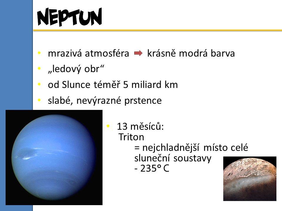 """13 měsíců: Triton = nejchladnější místo celé sluneční soustavy - 235 ° C mrazivá atmosféra krásně modrá barva """"ledový obr od Slunce téměř 5 miliard km slabé, nevýrazné prstence"""