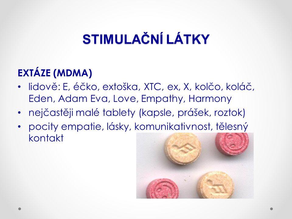 STIMULAČNÍ LÁTKY EXTÁZE (MDMA) lidově: E, éčko, extoška, XTC, ex, X, kolčo, koláč, Eden, Adam Eva, Love, Empathy, Harmony nejčastěji malé tablety (kapsle, prášek, roztok) pocity empatie, lásky, komunikativnost, tělesný kontakt