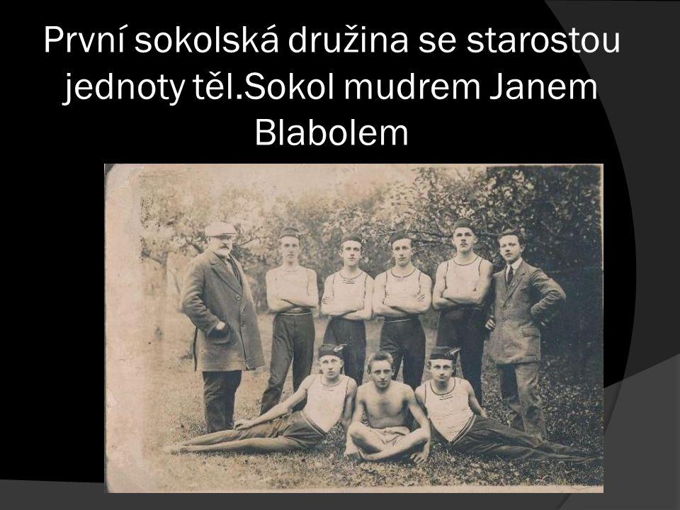 První sokolská družina se starostou jednoty těl.Sokol mudrem Janem Blabolem