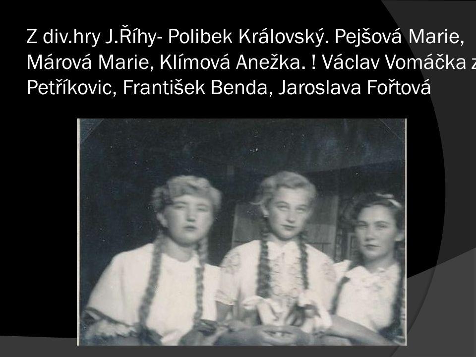 Z div.hry J.Říhy- Polibek Královský. Pejšová Marie, Márová Marie, Klímová Anežka.