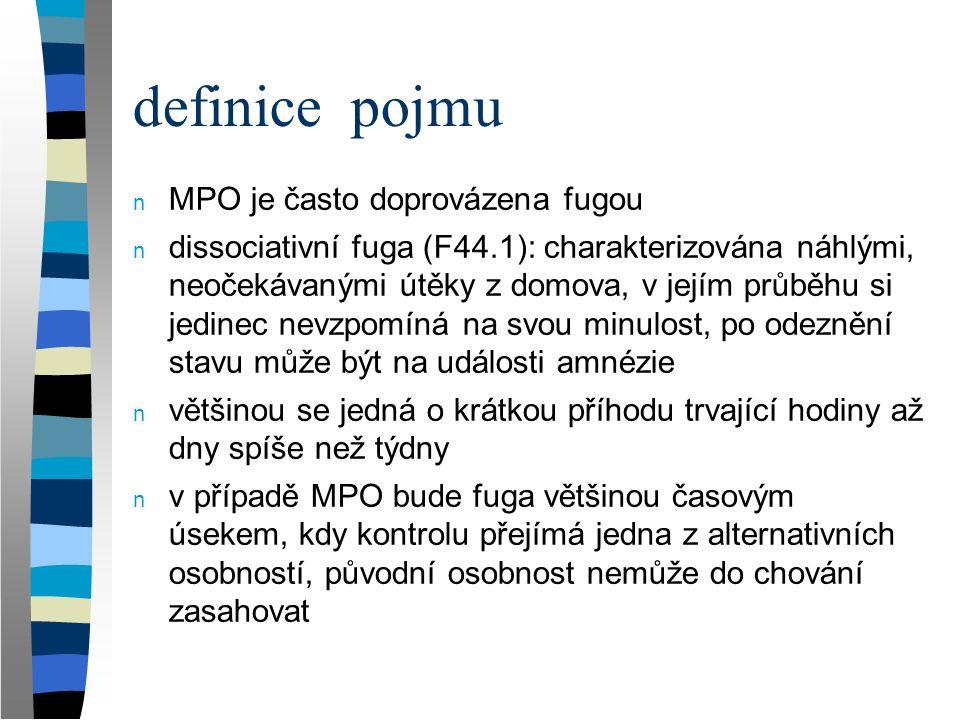 """zařazení pojmu v klasifikačních systémech n Mezinárodní klasifikace nemocí MKN-10 (International Classification of Diseases ICD-10, UK) řadí mnohočetnou poruchu osobnosti (F44.81) pod disociační (konverzní) poruchy (F44) v rámci neurotických poruch, poruch vyvolaných stresem a somatoformních poruch (F40-49) n DSM-4 Diagnostic and Statistical Manual of Mental Disorders (USA) řadí DID (dissociative identity disorder or multiple personality disorder) mezi disociační poruchy, které jsou jednou z kategorií vzniklých opuštěním kategorie """"neurózy (vedle somatoformních, úzkostných poruch …)"""