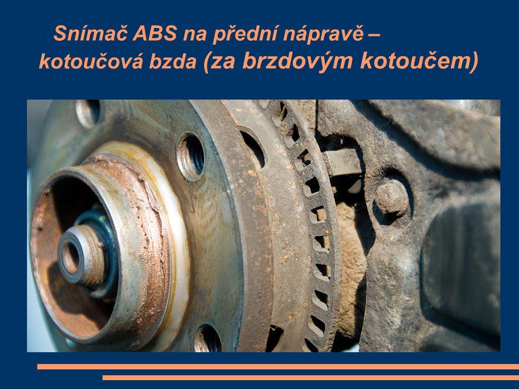 Snímač ABS na přední nápravě – kotoučová bzda (za brzdovým kotoučem)
