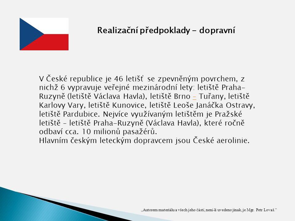 V České republice je 46 letišť se zpevněným povrchem, z nichž 6 vypravuje veřejné mezinárodní lety: letiště Praha- Ruzyně (letiště Václava Havla), letiště Brno – Tuřany, letiště Karlovy Vary, letiště Kunovice, letiště Leoše Janáčka Ostravy, letiště Pardubice.