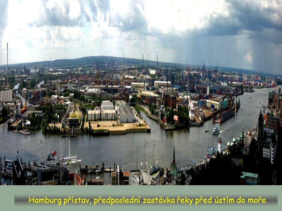 U Dömnitzu začíná spolková země Mecklenburg-Vorpommern, soutok s Elde-Müritz.