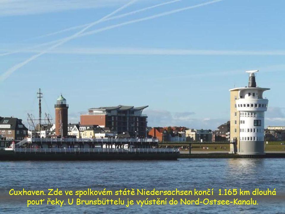 Hamburg přístav, předposlední zastávka řeky před ústím do moře
