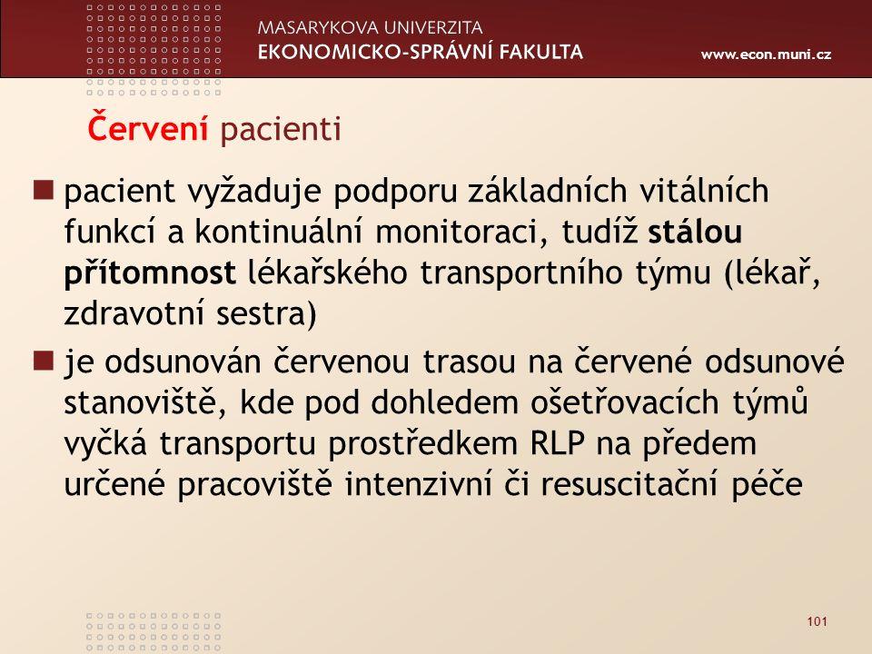 www.econ.muni.cz Červení pacienti pacient vyžaduje podporu základních vitálních funkcí a kontinuální monitoraci, tudíž stálou přítomnost lékařského transportního týmu (lékař, zdravotní sestra) je odsunován červenou trasou na červené odsunové stanoviště, kde pod dohledem ošetřovacích týmů vyčká transportu prostředkem RLP na předem určené pracoviště intenzivní či resuscitační péče 101