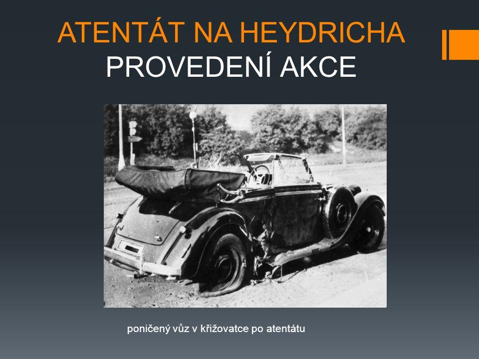 ATENTÁT NA HEYDRICHA PROVEDENÍ AKCE poničený vůz v křižovatce po atentátu