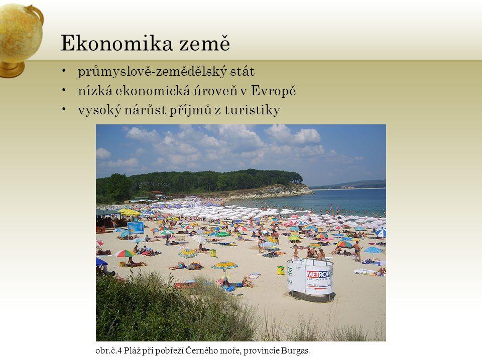 Ekonomika země průmyslově-zemědělský stát nízká ekonomická úroveň v Evropě vysoký nárůst příjmů z turistiky obr.č.4 Pláž při pobřeží Černého moře, provincie Burgas.