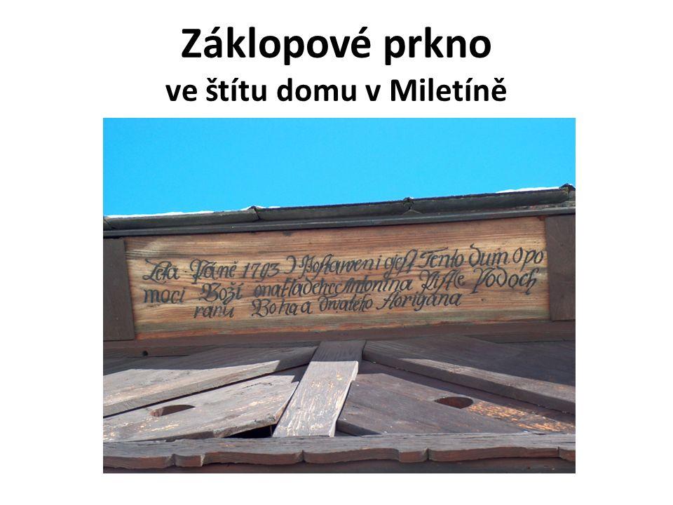 Záklopové prkno ve štítu domu v Miletíně