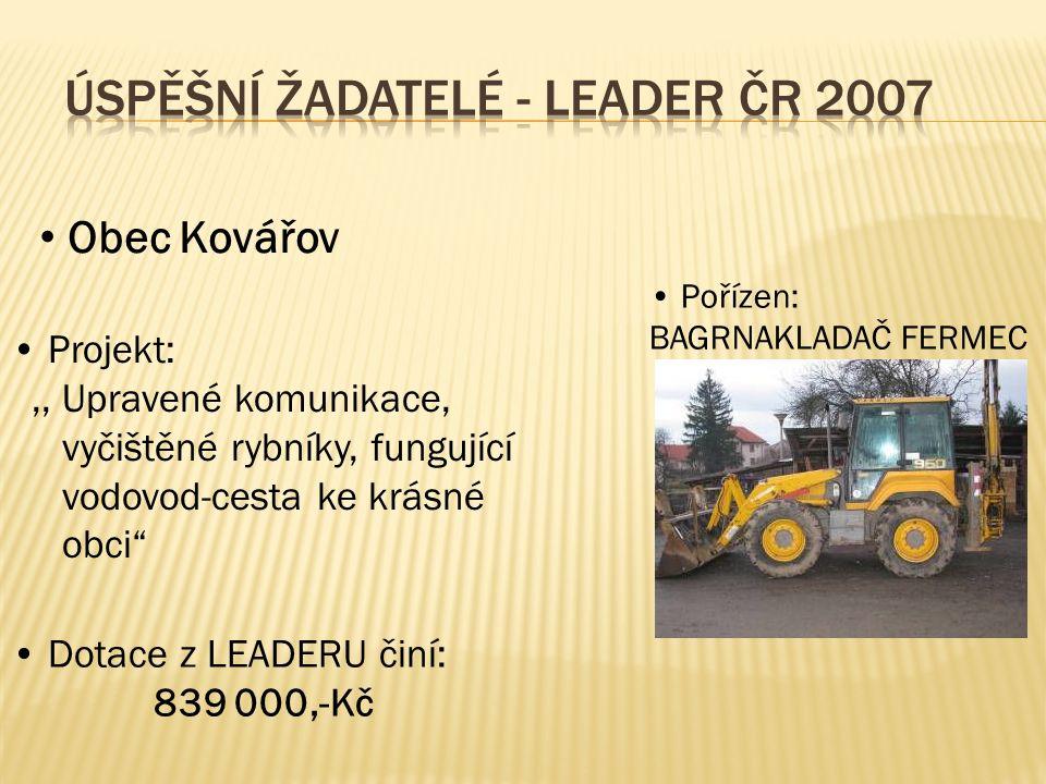 Obec Kovářov Projekt:,, Upravené komunikace, vyčištěné rybníky, fungující vodovod-cesta ke krásné obci Pořízen: BAGRNAKLADAČ FERMEC Dotace z LEADERU činí: 839 000,-Kč