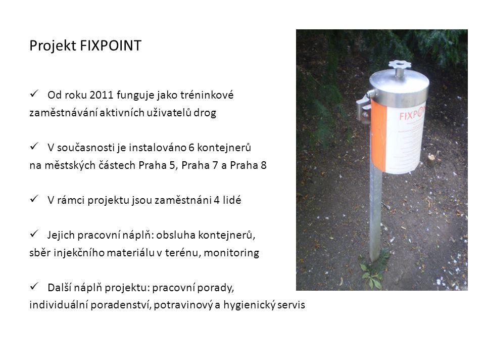 Projekt FIXPOINT Od roku 2011 funguje jako tréninkové zaměstnávání aktivních uživatelů drog V současnosti je instalováno 6 kontejnerů na městských částech Praha 5, Praha 7 a Praha 8 V rámci projektu jsou zaměstnáni 4 lidé Jejich pracovní náplň: obsluha kontejnerů, sběr injekčního materiálu v terénu, monitoring Další náplň projektu: pracovní porady, individuální poradenství, potravinový a hygienický servis
