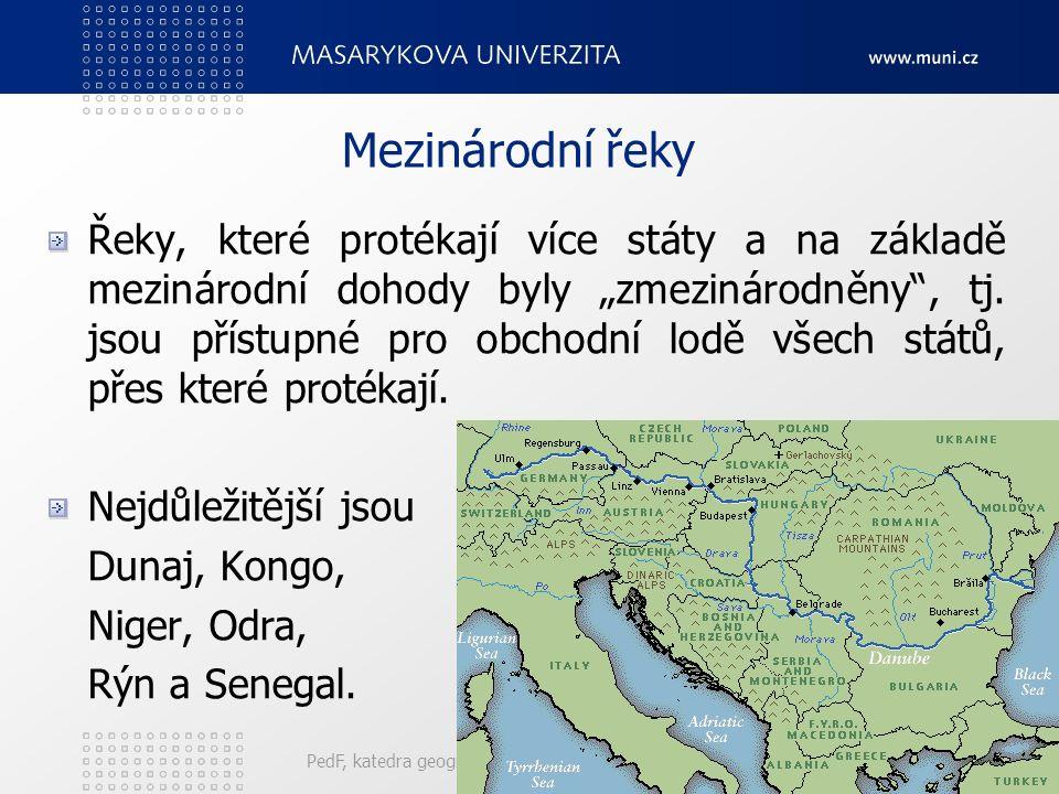 """PedF, katedra geografie30 Mezinárodní řeky Řeky, které protékají více státy a na základě mezinárodní dohody byly """"zmezinárodněny , tj."""
