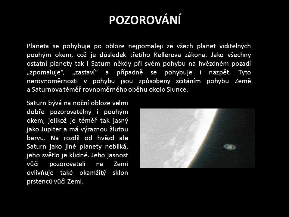 POZOROVÁNÍ Planeta se pohybuje po obloze nejpomaleji ze všech planet viditelných pouhým okem, což je důsledek třetího Kellerova zákona. Jako všechny o