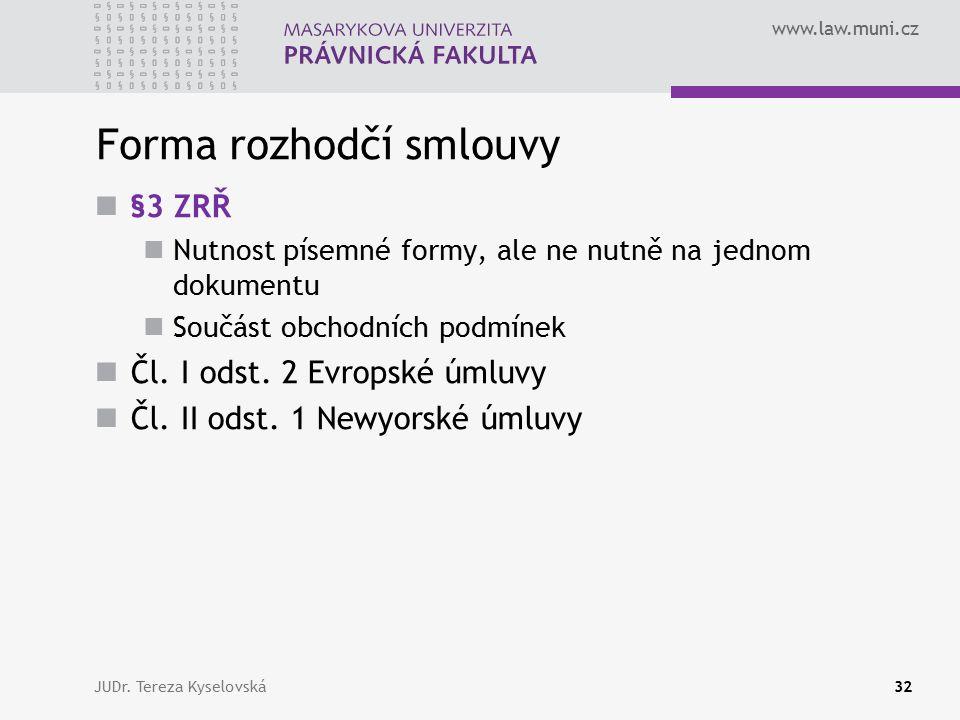 www.law.muni.cz Forma rozhodčí smlouvy §3 ZRŘ Nutnost písemné formy, ale ne nutně na jednom dokumentu Součást obchodních podmínek Čl.