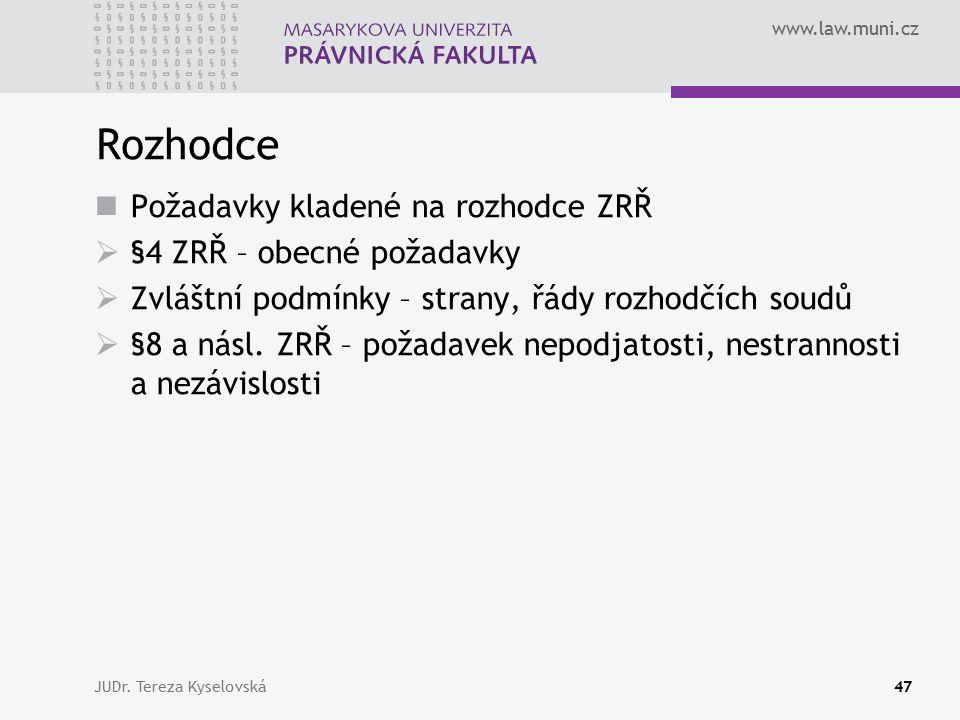 www.law.muni.cz Rozhodce Požadavky kladené na rozhodce ZRŘ  §4 ZRŘ – obecné požadavky  Zvláštní podmínky – strany, řády rozhodčích soudů  §8 a násl.