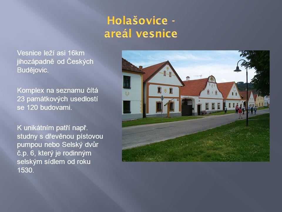 Vesnice leží asi 16km jihozápadně od Českých Budějovic.