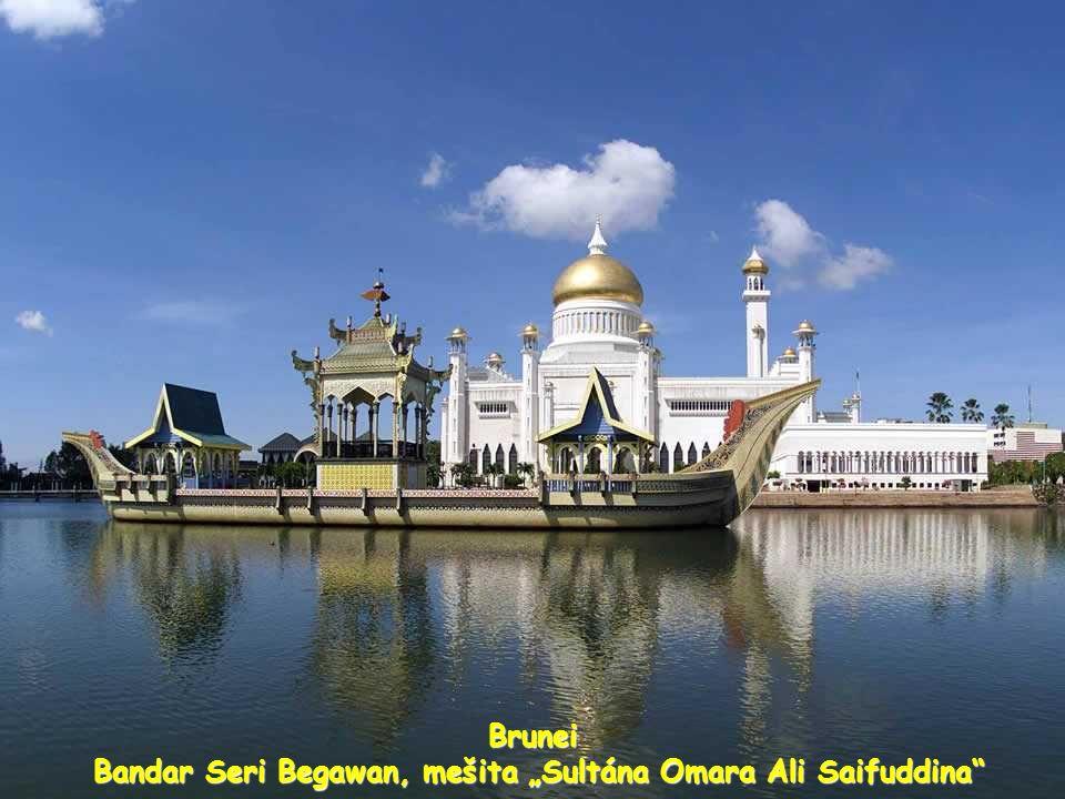 "Brunei Bandar Seri Begawan, mešita ""Sultána Omara Ali Saifuddina Bandar Seri Begawan, mešita ""Sultána Omara Ali Saifuddina"