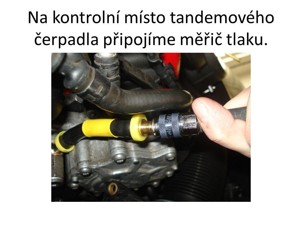 Na kontrolní místo tandemového čerpadla připojíme měřič tlaku.