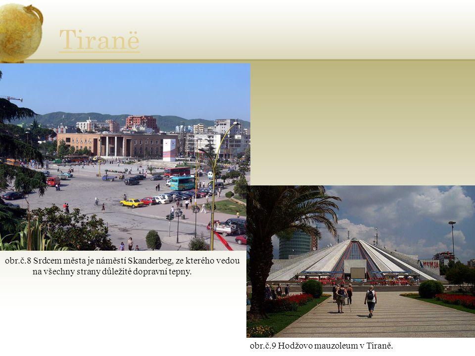 Tiranë obr.č.8 Srdcem města je náměstí Skanderbeg, ze kterého vedou na všechny strany důležité dopravní tepny.