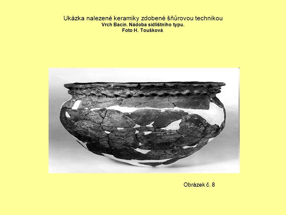 Ukázka nalezené keramiky zdobené šňůrovou technikou Vrch Bacín.