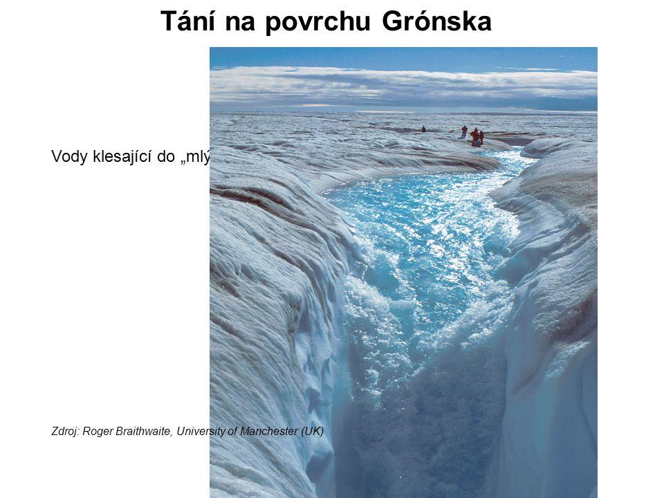 """Vody klesající do """"mlýna , svislé šachty vedoucí na dno ledového příkrovu Zdroj: Roger Braithwaite, University of Manchester (UK) Tání na povrchu Grónska"""