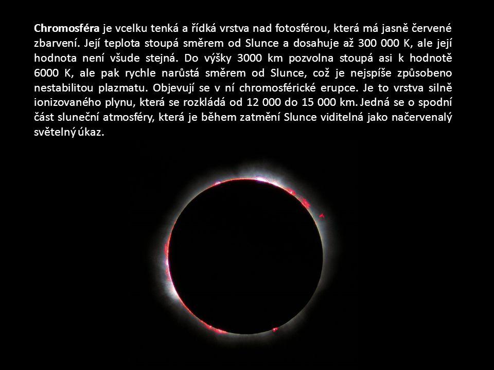 Chromosféra je vcelku tenká a řídká vrstva nad fotosférou, která má jasně červené zbarvení. Její teplota stoupá směrem od Slunce a dosahuje až 300 000