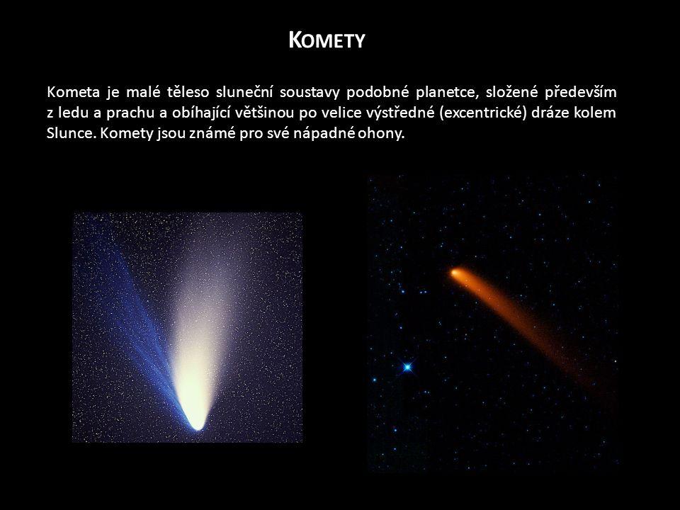 K OMETY Kometa je malé těleso sluneční soustavy podobné planetce, složené především z ledu a prachu a obíhající většinou po velice výstředné (excentrické) dráze kolem Slunce.