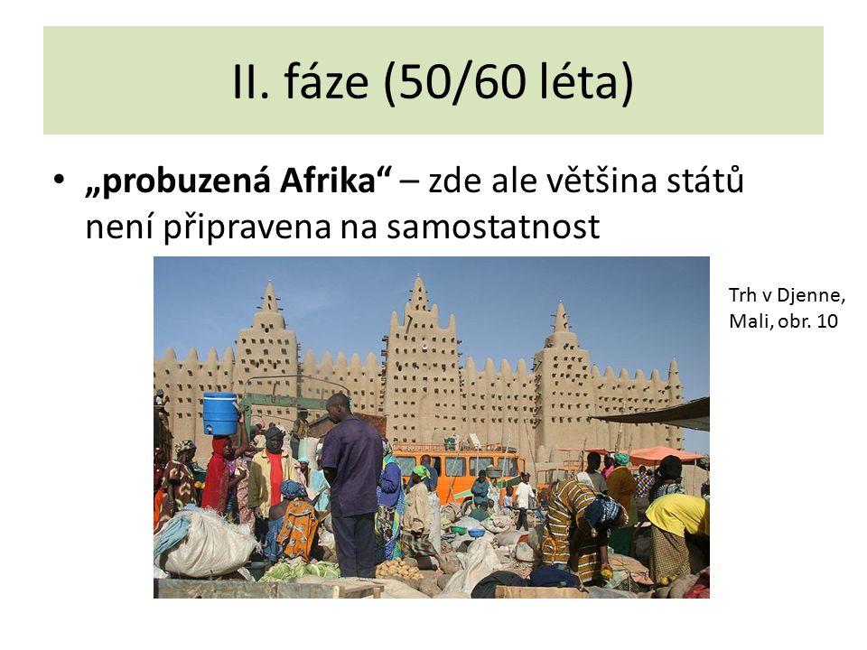 """II. fáze (50/60 léta) """"probuzená Afrika"""" – zde ale většina států není připravena na samostatnost Trh v Djenne, Mali, obr. 10"""