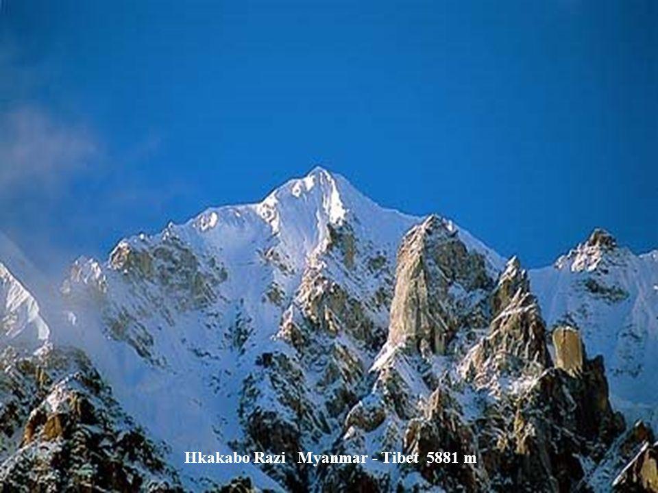 Anamudi Indie 2695 m