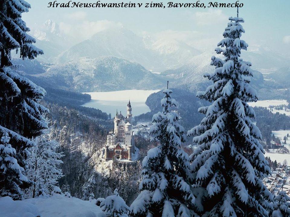 Hrad Neuschwanstein v zim ě, Bavorsko, N ě mecko
