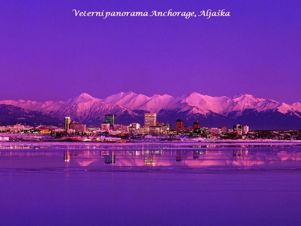 Ve č erní panorama Anchorage, Aljaška