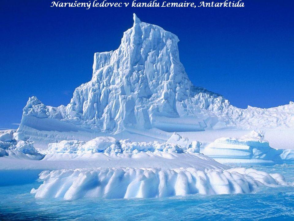 Narušený ledovec v kanálu Lemaire, Antarktida