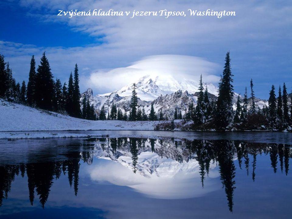 Zvýšená hladina v jezeru Tipsoo, Washington